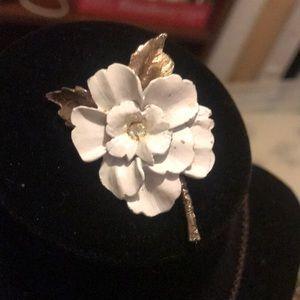 Jewelry - Vintage flower pendant
